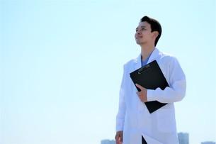 日本人男性医師の写真素材 [FYI04614723]