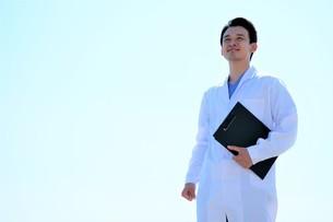日本人男性医師の写真素材 [FYI04614729]