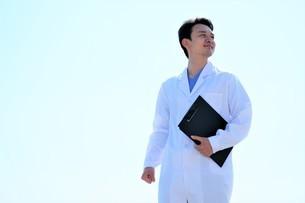 日本人男性医師の写真素材 [FYI04614731]