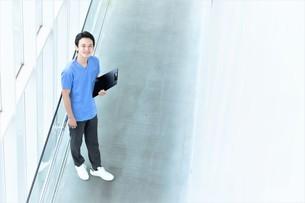 日本人男性医師の写真素材 [FYI04614762]