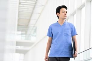 日本人男性医師の写真素材 [FYI04614780]