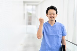 日本人男性医師の写真素材 [FYI04614782]