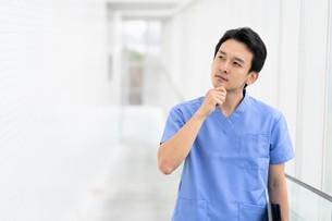 日本人男性医師の写真素材 [FYI04614784]