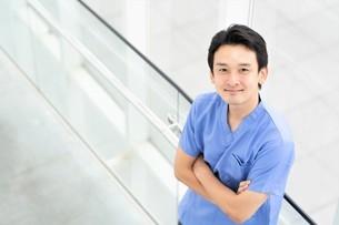 日本人男性医師の写真素材 [FYI04614793]