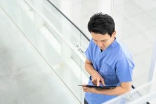 日本人男性医師の写真素材 [FYI04614794]