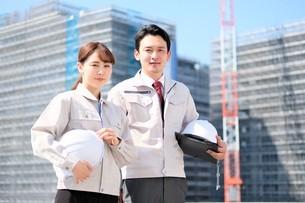 男性と女性の作業員の写真素材 [FYI04615186]