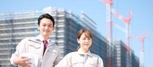男性と女性の作業員の写真素材 [FYI04615189]