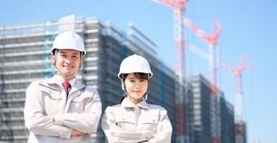 男性と女性の作業員の写真素材 [FYI04615201]