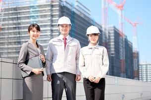 男性と女性の作業員とビジネスウーマンの写真素材 [FYI04615216]