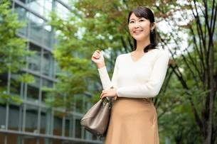 日本人女性の写真素材 [FYI04616305]