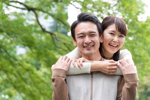 日本人カップルの写真素材 [FYI04616366]