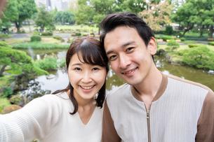 日本人カップルの写真素材 [FYI04616386]