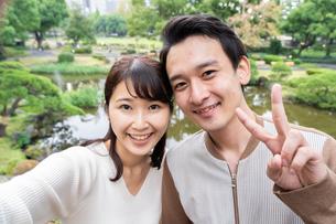 日本人カップルの写真素材 [FYI04616387]