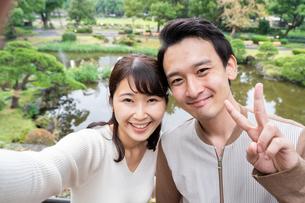 日本人カップルの写真素材 [FYI04616388]