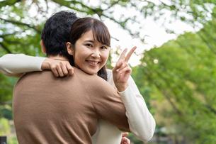 日本人カップルの写真素材 [FYI04616402]