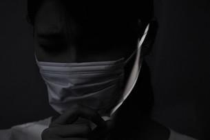 マスク姿の女性の写真素材 [FYI04616412]