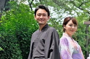 浴衣姿の日本人カップルの写真素材 [FYI04616426]