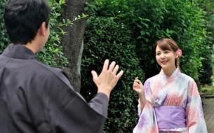 浴衣姿の日本人カップルの写真素材 [FYI04616430]