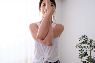 ヨガをする女性の写真素材 [FYI04616510]