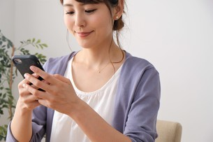 日本人女性の写真素材 [FYI04616535]