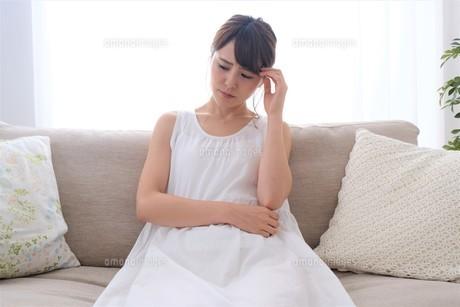 日本人女性の写真素材 [FYI04616623]