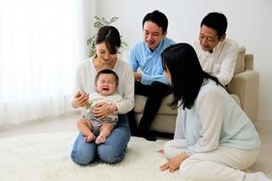 三世代家族の写真素材 [FYI04616681]