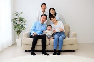 三世代家族の写真素材 [FYI04616795]
