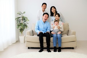 三世代家族の写真素材 [FYI04616797]