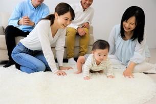 三世代家族の写真素材 [FYI04616802]