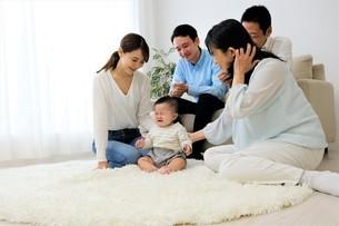 三世代家族の写真素材 [FYI04616810]