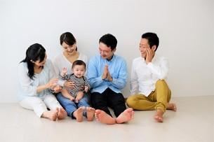 三世代家族の写真素材 [FYI04616832]