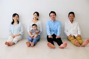 三世代家族の写真素材 [FYI04616838]