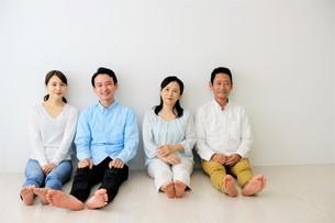 二世代家族の写真素材 [FYI04616843]