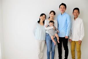 三世代家族の写真素材 [FYI04616867]