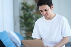 日本人男性の写真素材 [FYI04617114]