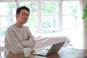日本人男性の写真素材 [FYI04617613]