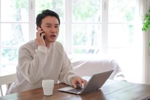 日本人男性の写真素材 [FYI04617615]