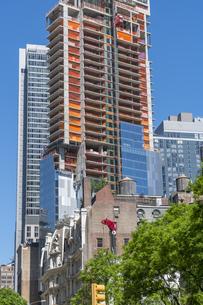 ミッドタウンマンハッタンの住宅街に建築中の高層住宅。の写真素材 [FYI04617657]
