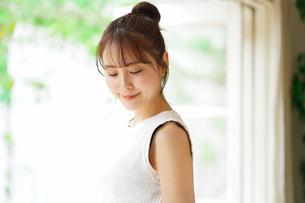 日本人女性の写真素材 [FYI04617851]
