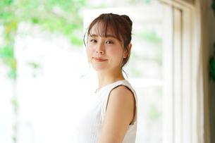 日本人女性の写真素材 [FYI04617853]