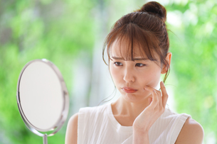 日本人女性の写真素材 [FYI04617859]