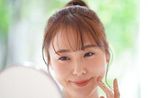 日本人女性の写真素材 [FYI04617862]