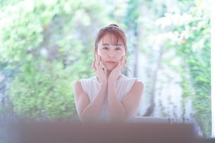 日本人女性の写真素材 [FYI04617872]