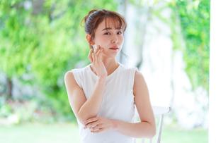 日本人女性の写真素材 [FYI04617875]