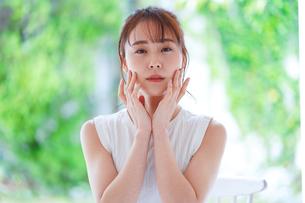 日本人女性の写真素材 [FYI04617877]