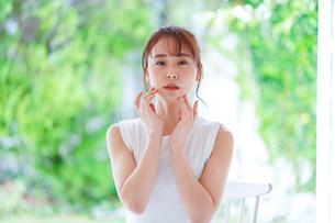 日本人女性の写真素材 [FYI04617880]