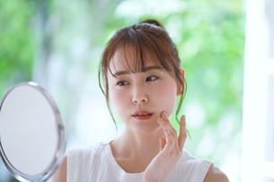 日本人女性の写真素材 [FYI04617914]