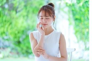 日本人女性の写真素材 [FYI04617926]