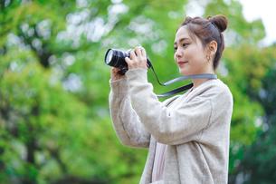 日本人女性の写真素材 [FYI04617962]