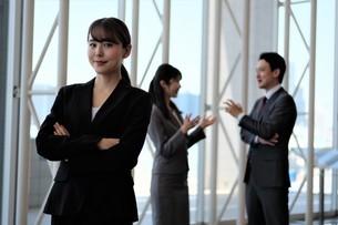 ビジネスマンとビジネスウーマンの写真素材 [FYI04618098]